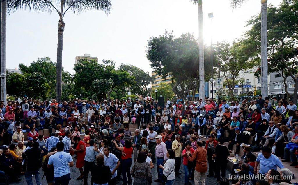 Dancing Kennedy Park Lima