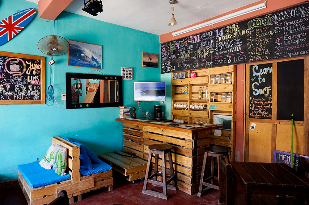 eat Vegan Chalk boards and bar Black sheep Mancora
